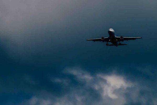 vliegtuig co2 uitstoot compenseren