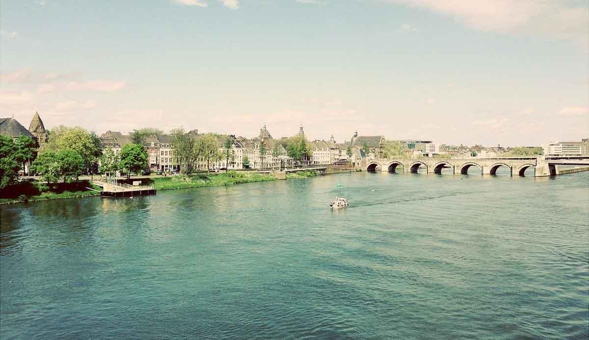 Maastricht brug over de Maas